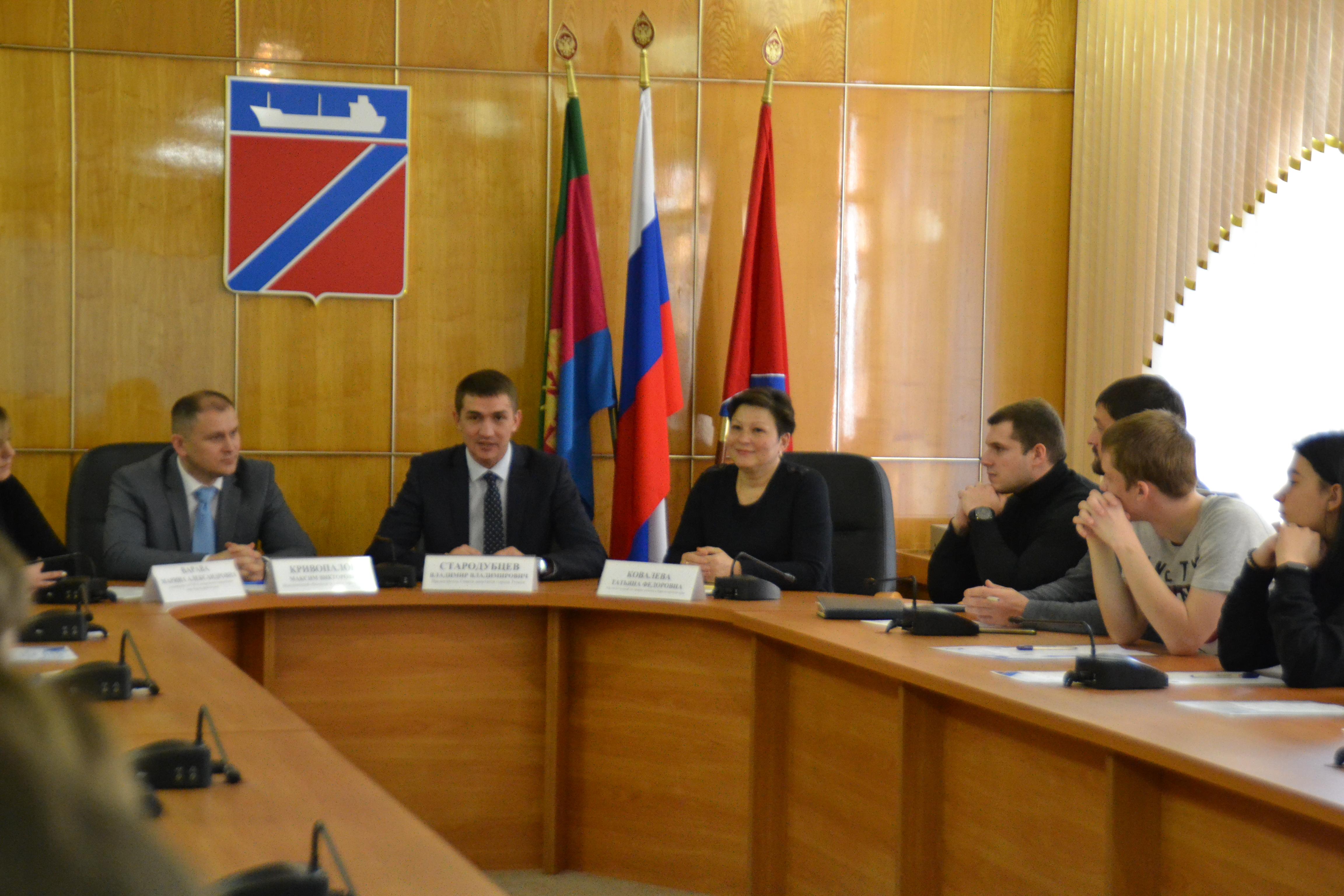 Уполномоченный по правам ребенка в Краснодарском крае Татьяна Ковалева провела «Семейный диктант» в Туапсе