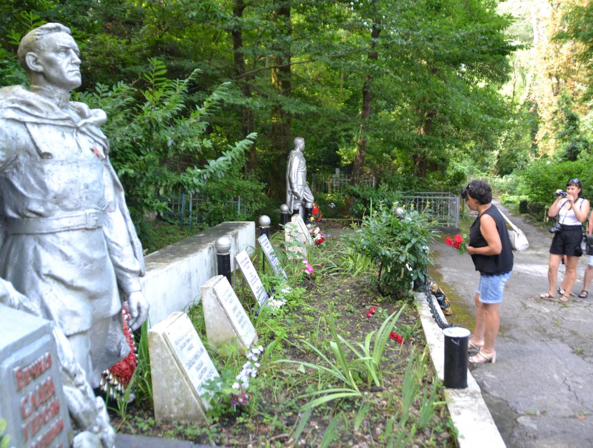 Поклониться памяти деда и поблагодарить за мир без слез и потерь