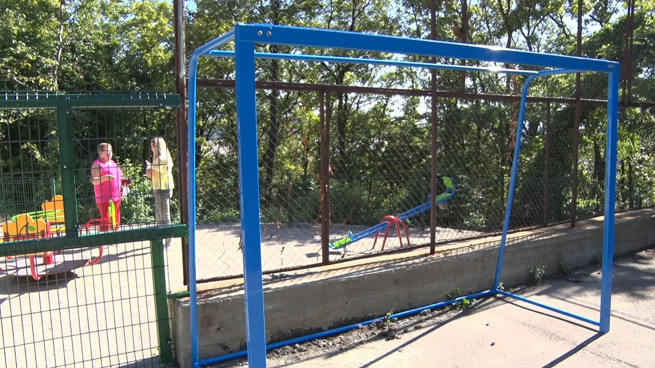 В ТОС №36 завершаются работы по ремонту детско-спортивной площадки