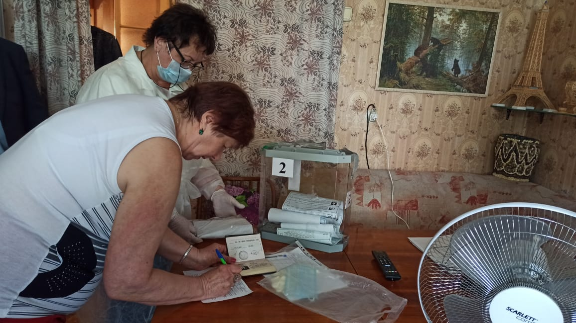 В Туапсе проголосовал старейший в городе ветеран ВОВ 102-летний Михаил Воронов