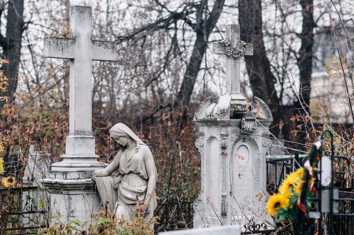 О работе кладбищ