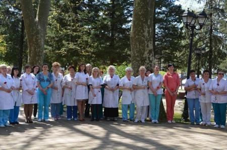 В Туапсе состоялось открытие мемориальной доски в память о врачах и медсестрах