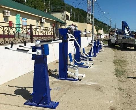 В Туапсе на городском пляже установили новые тренажеры