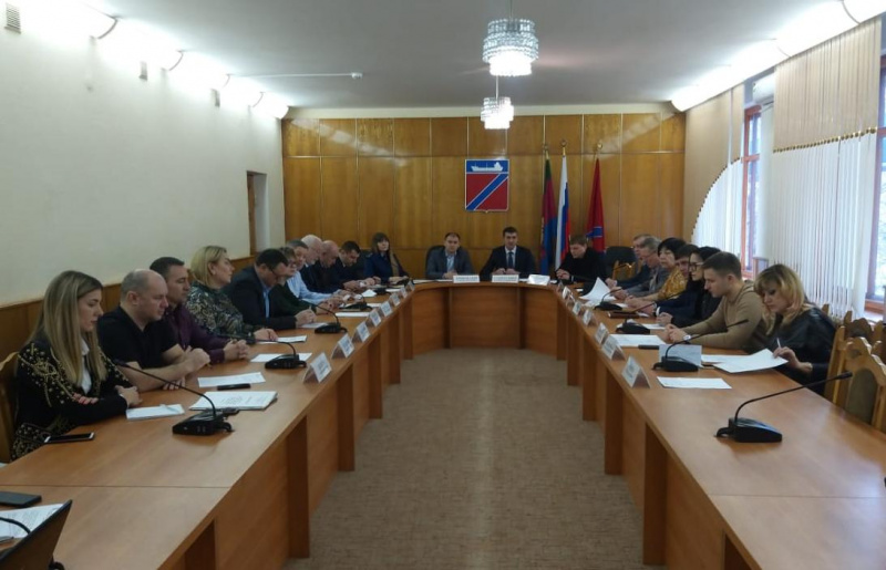 Совет депутатов досрочно прекратил полномочия главы города Туапсе Владимира Зверева