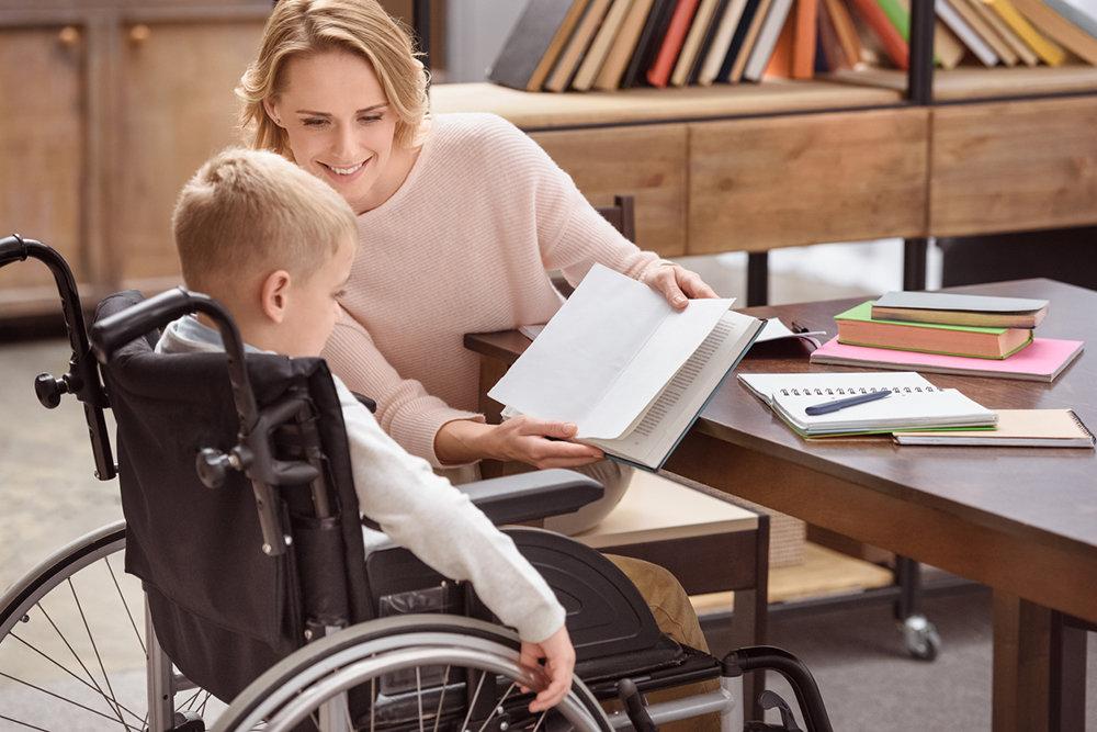 Указом Президента РФ введена обязанность обслуживать вне очереди детей-инвалидов и тех, кто их сопровождает