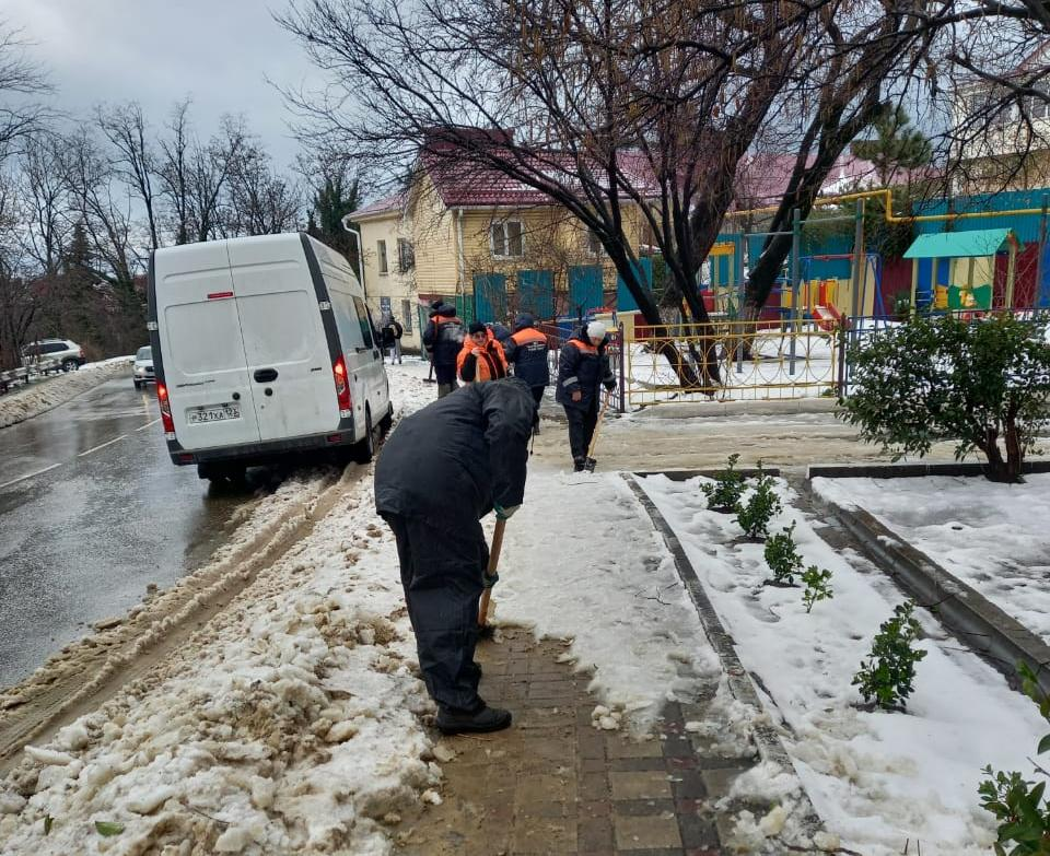 Расчистка дорог в Туапсе