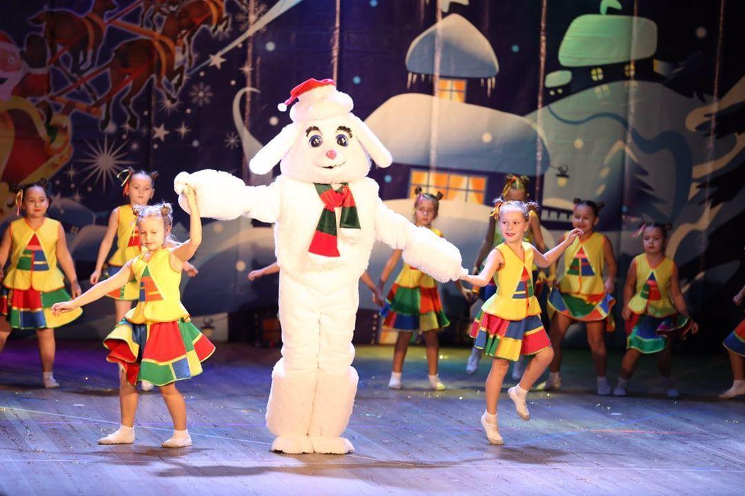 Школа танца «Движение» поздравила с Новым Годом!