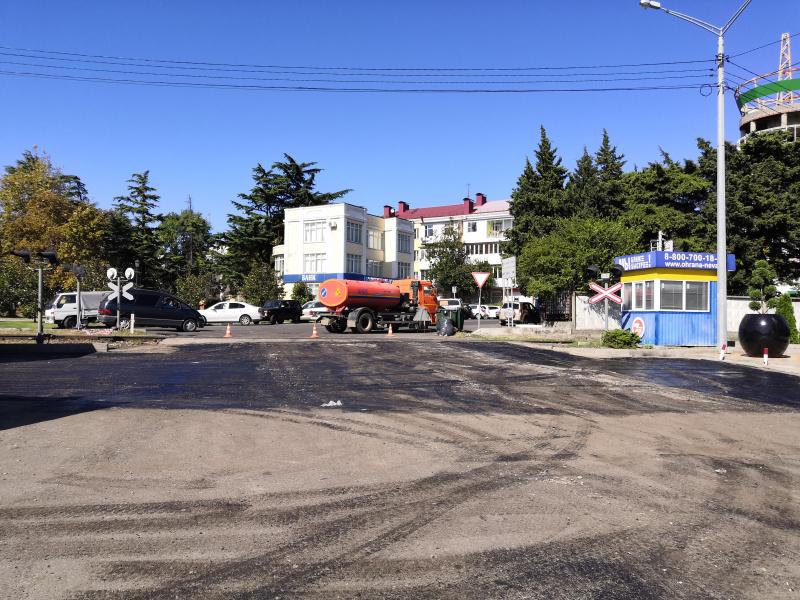 В Туапсе ведется асфальтирование части территории набережной