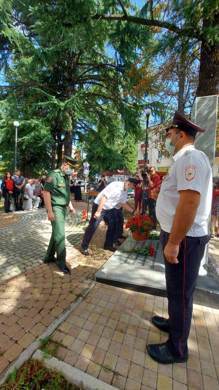 В Туапсе у мемориала «Дети войны» прошел митинг