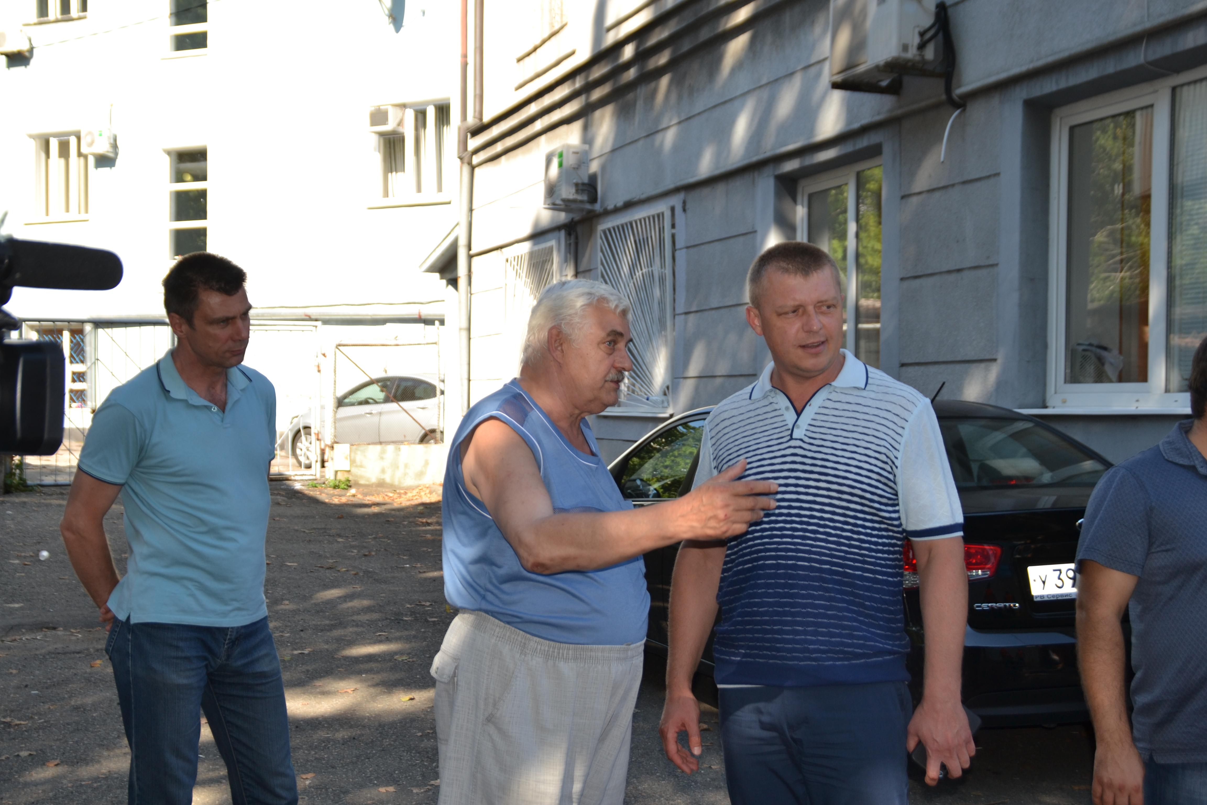 Сергей Бондаренко проверил ход ремонта улицы Горького