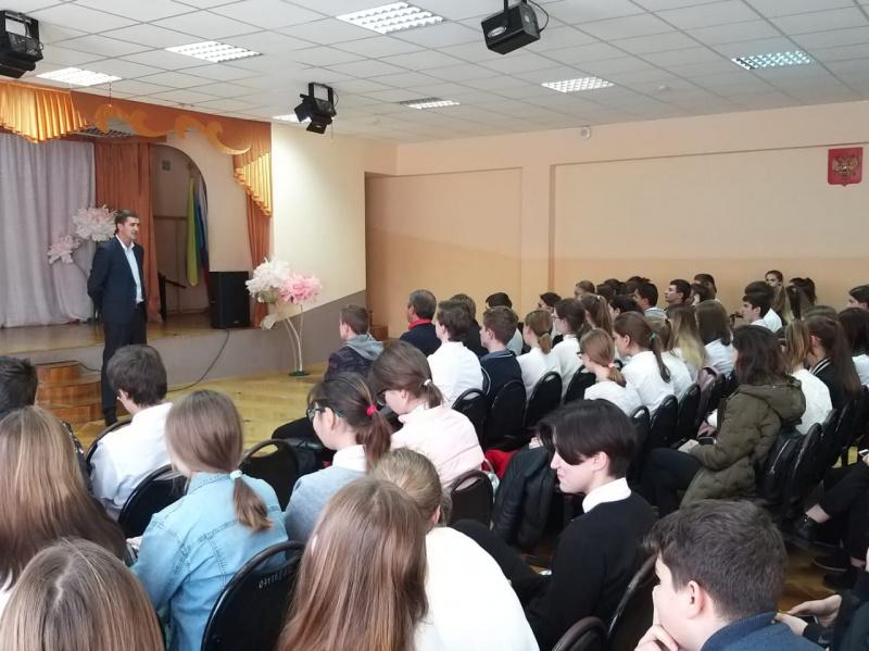 Владимир Стародубцев встретился с учащимися 8 школы