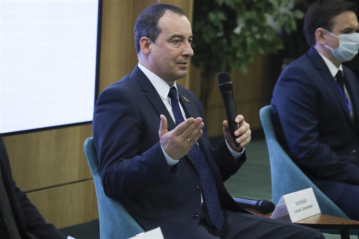 Владимир Стародубцев принимает участие в семинаре для молодых депутатов