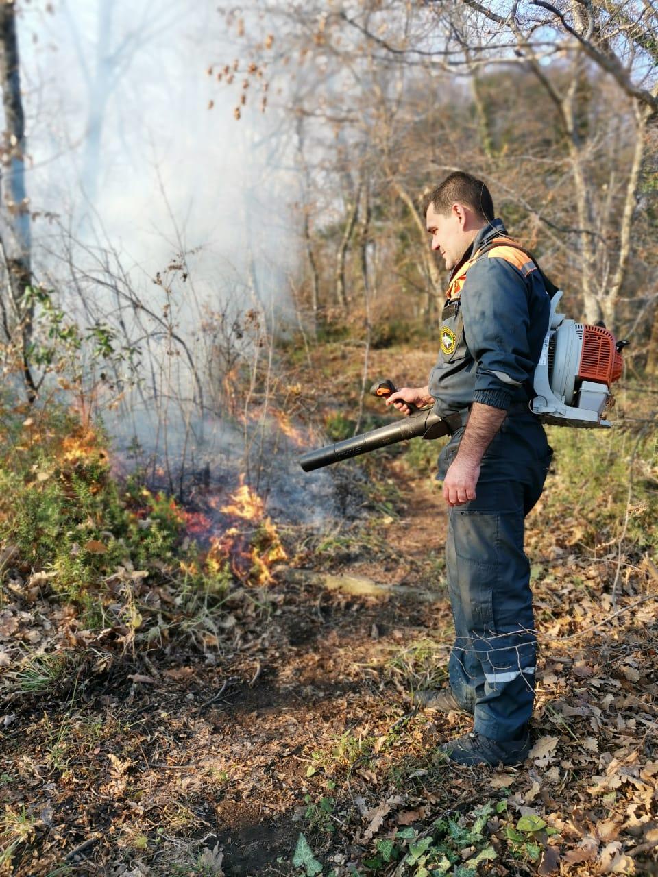 Соблюдайте осторожность при обращении с огнем!