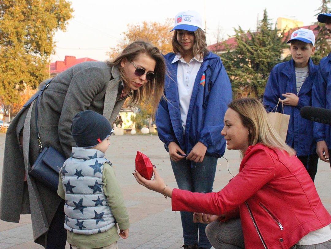 Молодёжь Туапсе поздравила жителей с Всемирным Днём доброты