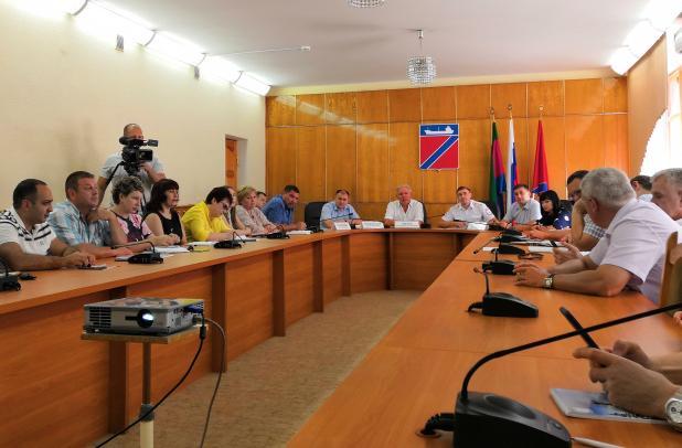 Владимир Зверев провел аппаратное совещание