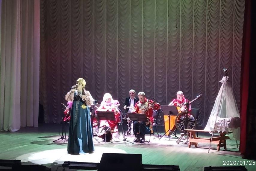 Анна Тимофеева в день рождения подарила туапсинцам сольный концерт
