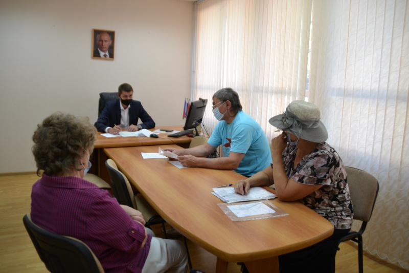 Владимир Стародубцев провел личный прием граждан