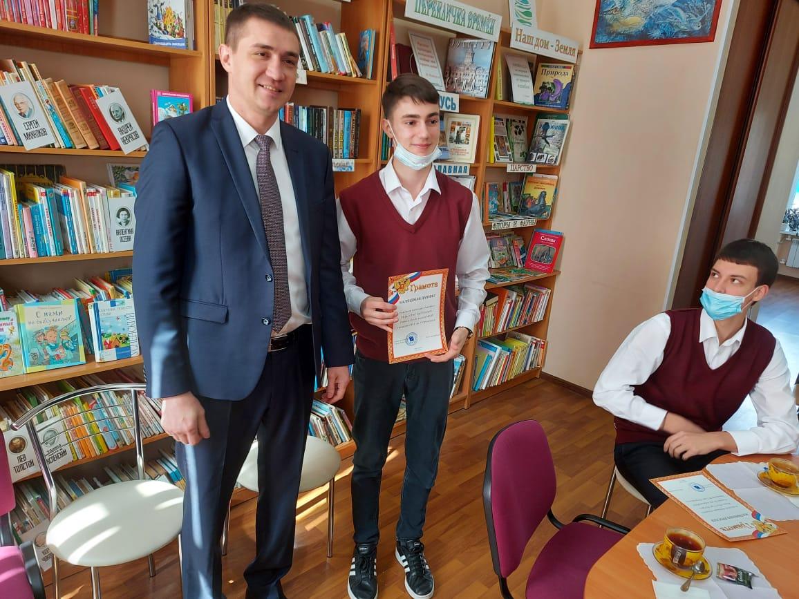 Владимир Стародубцев поздравил гимназистов с победой в онлайн-игре «Что? Где? Когда?»