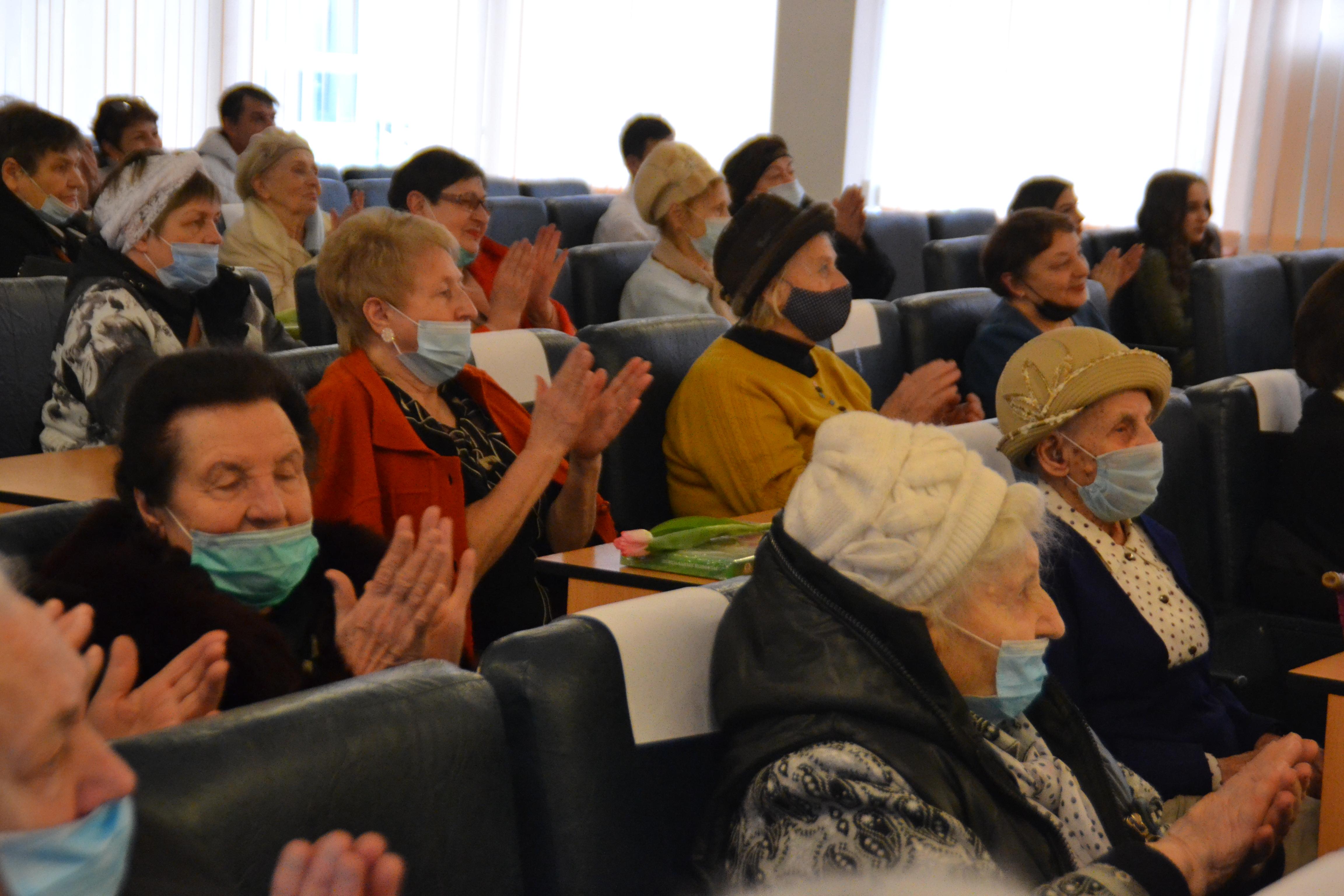 Актив старшего поколения поздравили с 8 Марта