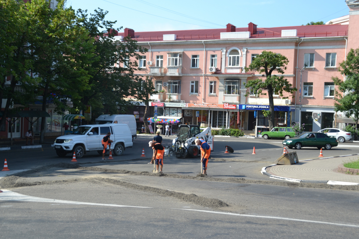 В Туапсе продолжается текущий ремонт дорог
