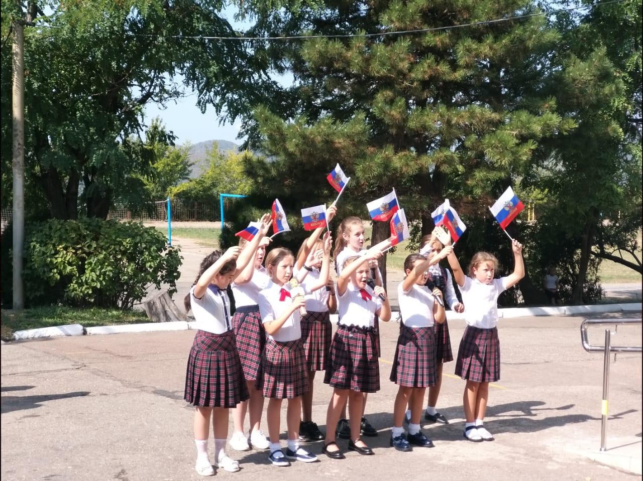 В школе №8 состоялось открытие мемориальной доски Юрию Гагарину