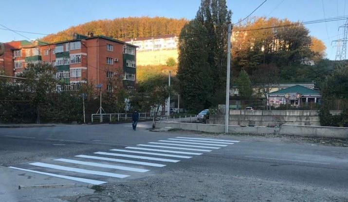 На ул. Калараша в Туапсе ведется устройство тротуара