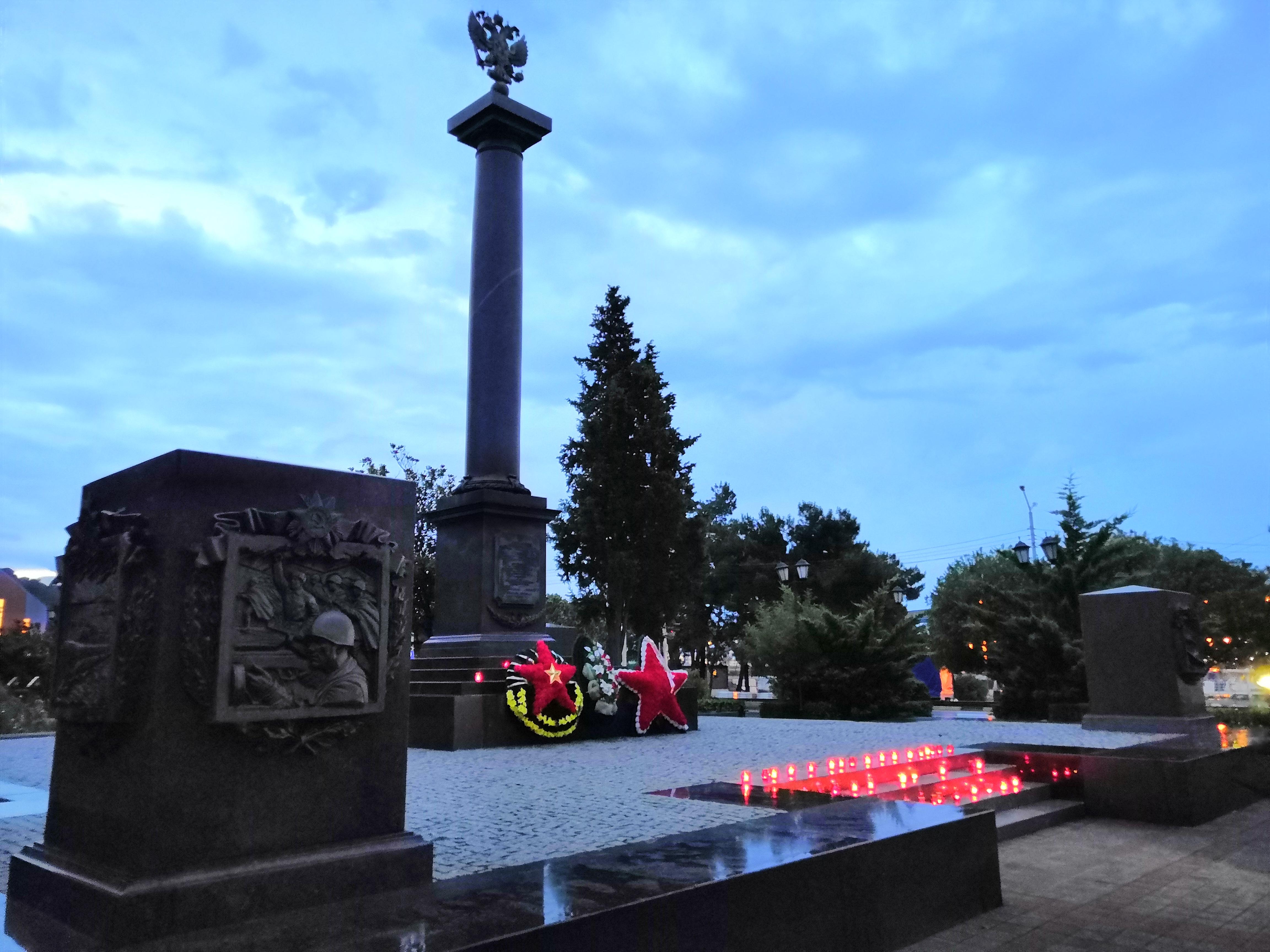 """В День памяти и скорби в Туапсе прошла акция """"Свеча памяти"""""""