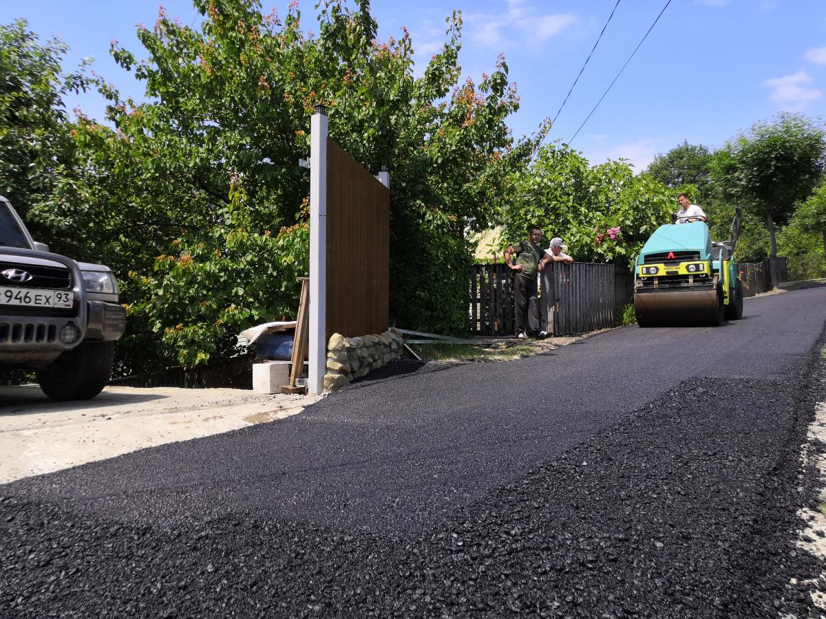 В Туапсе продолжаются работы по текущему ремонту дорог