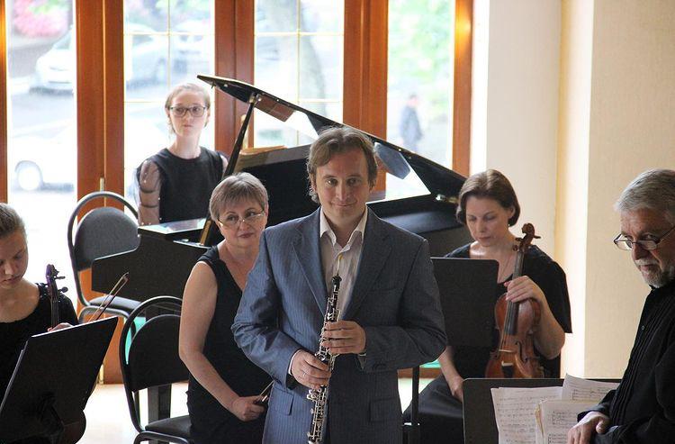 Алексей Балашов совместно с Туапсинским камерным оркестром выступил с концертной программой «В созвездии Вивальди» в кинотеатре «Родина»