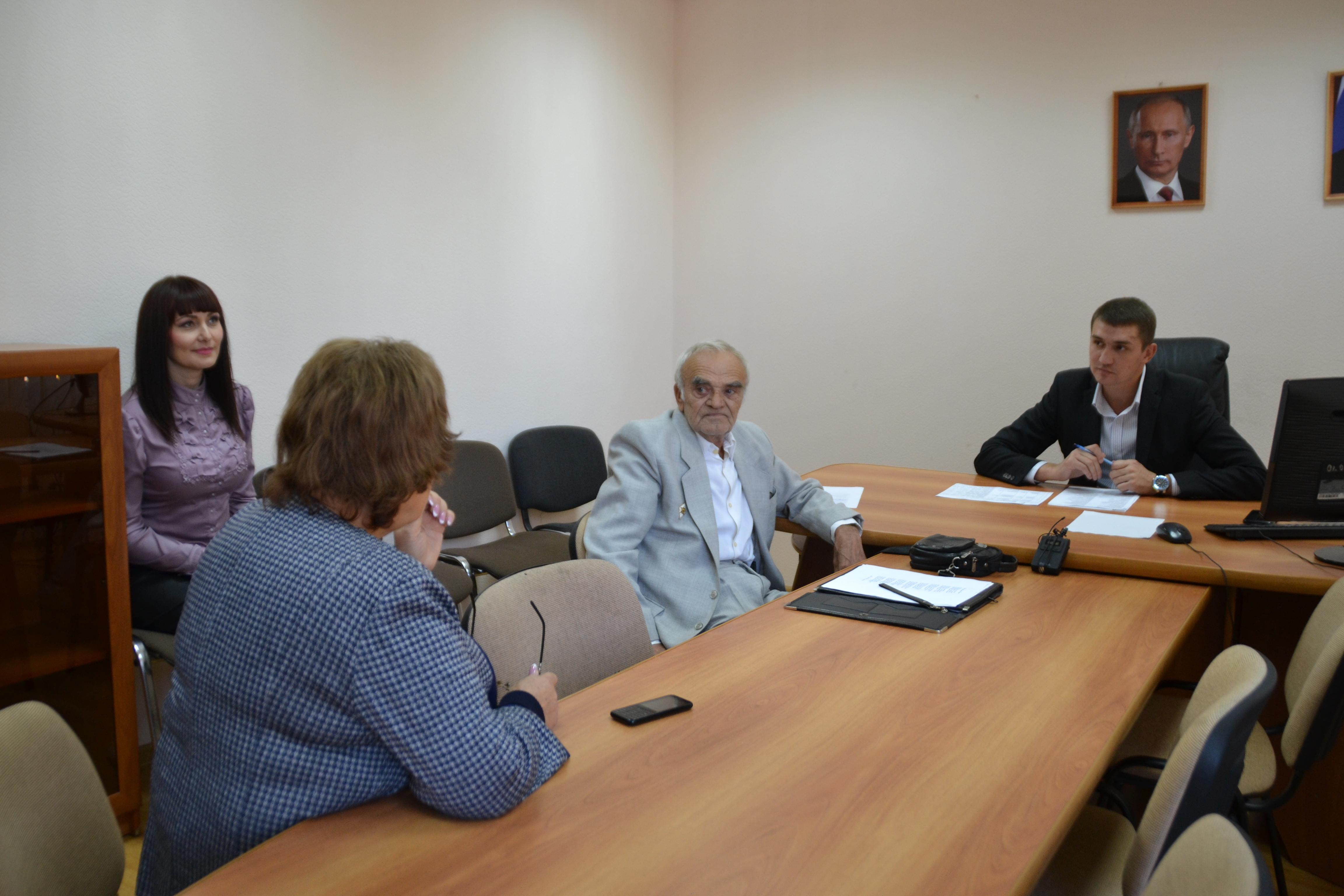 Председатель Совета Туапсе Владимир Стародубцев провел личный прием граждан