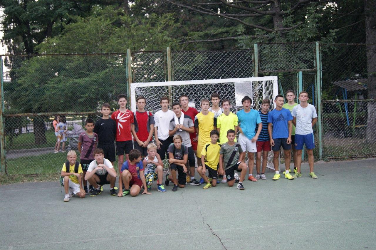 Турнир по футболу среди дворовых молодежных команд